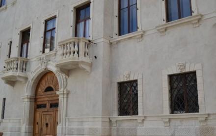 Prestigioso edificio in stile neoclassico