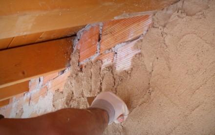 Malta da intonaco di calce pura e pozzolane naturali per applicazione manuale