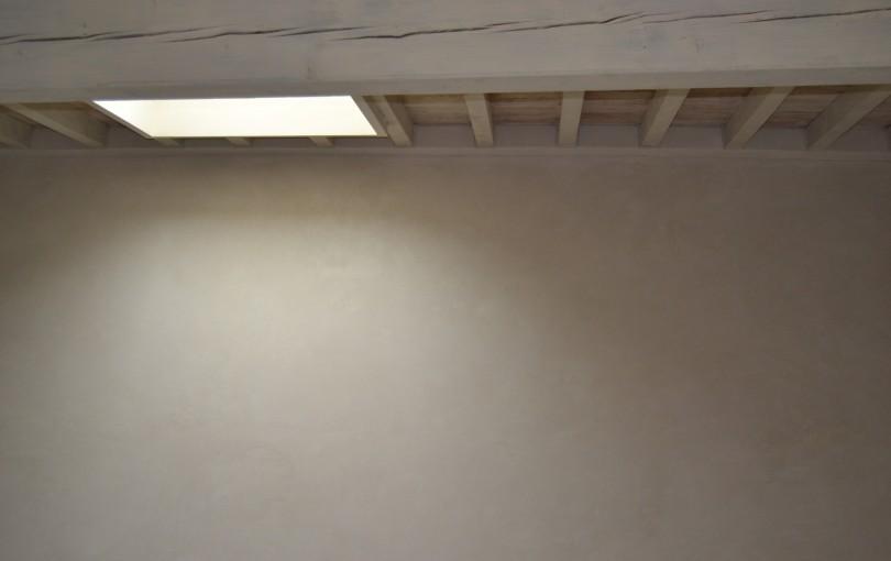 Edelputz für glatte Oberflächen mit eleganten, matten bis seidenmatten Effekten, in der natürlichen Farbe der verwendeten Rohstoffe